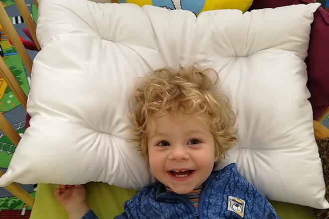 Dětský polštář do postýlky z dutého vlákna